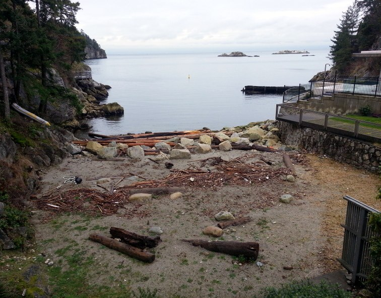 No two day\'s are the same at Green Coast. As such, we were recently asked to clean-up and revitalize a man made private beach in West Vancouver. At the end of the day we composted 1.75 tonnes of wood debris.