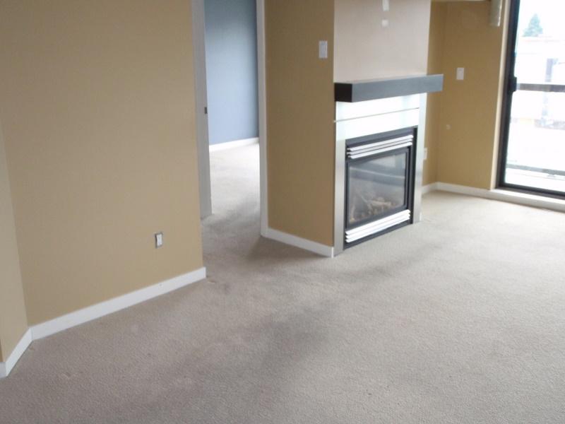 The living room before Green Coast. Carpet still present.