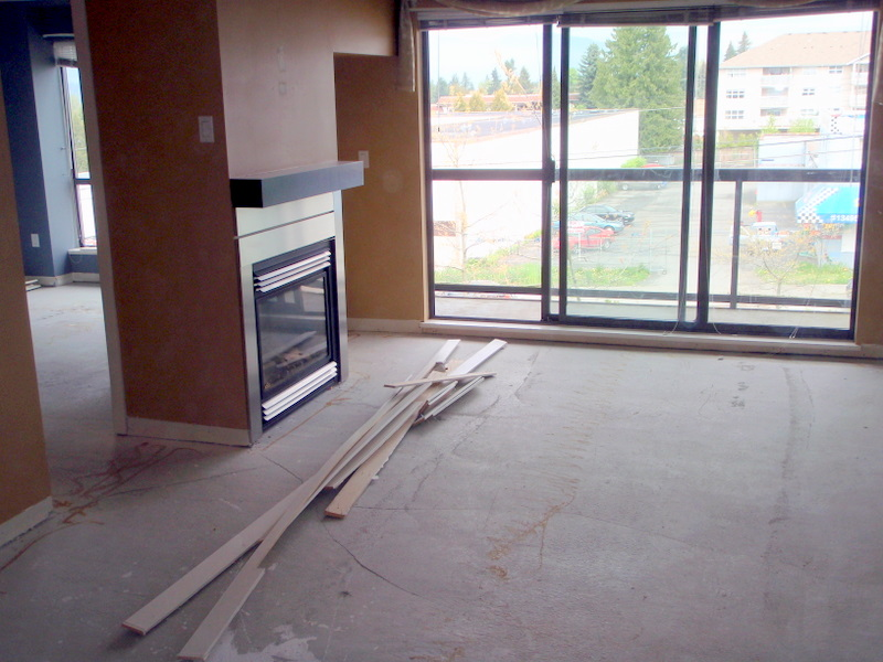 The carpet-less living room after Green Coast. Nothing but base boards left.